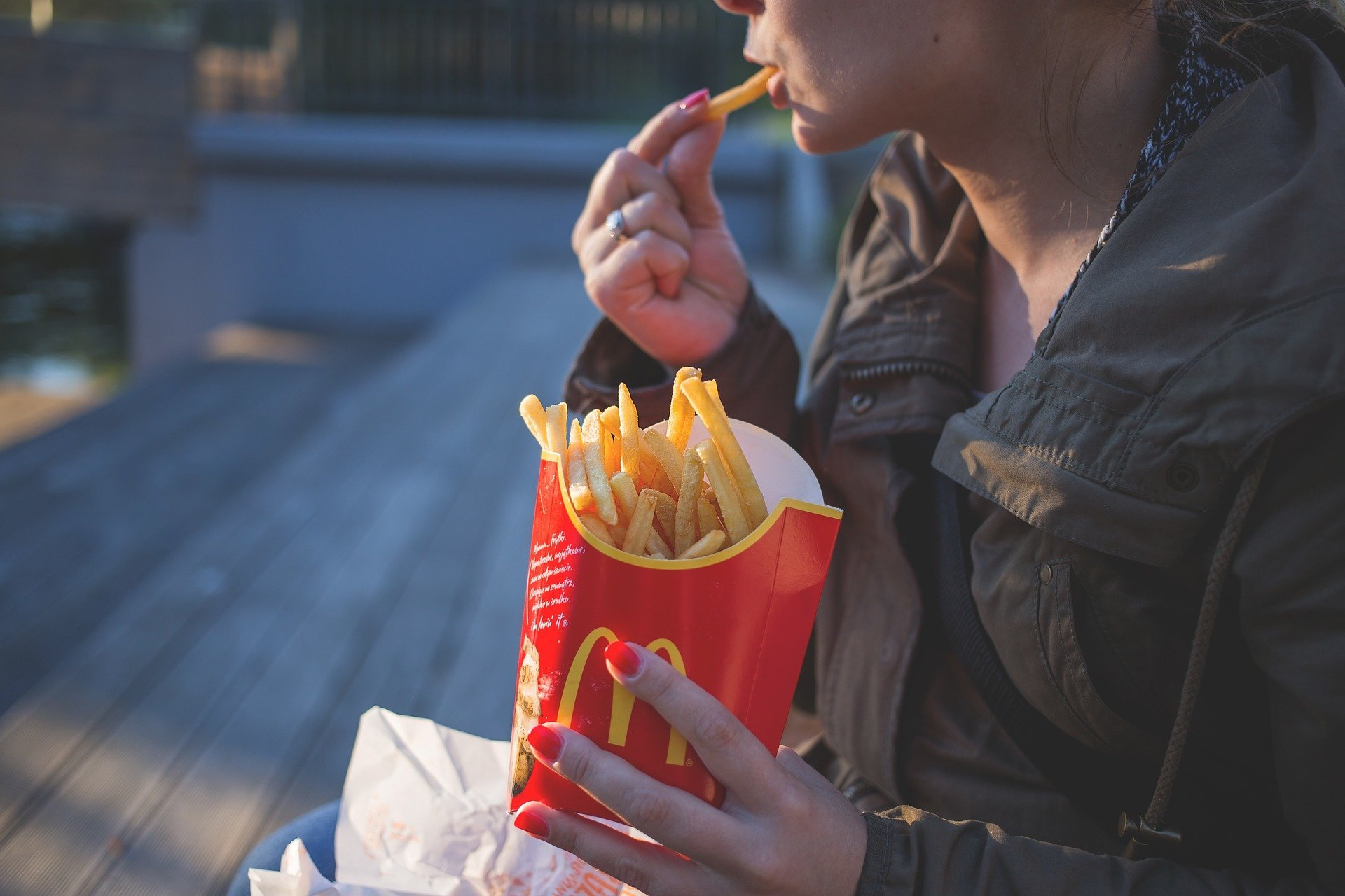 Junk food diet raises depression risk, researchers find
