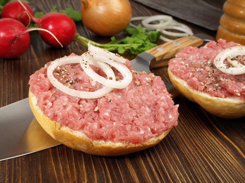 Vomiting and diarrhea: urgent recall due to high Salmonella load in popular brands of Sausage
