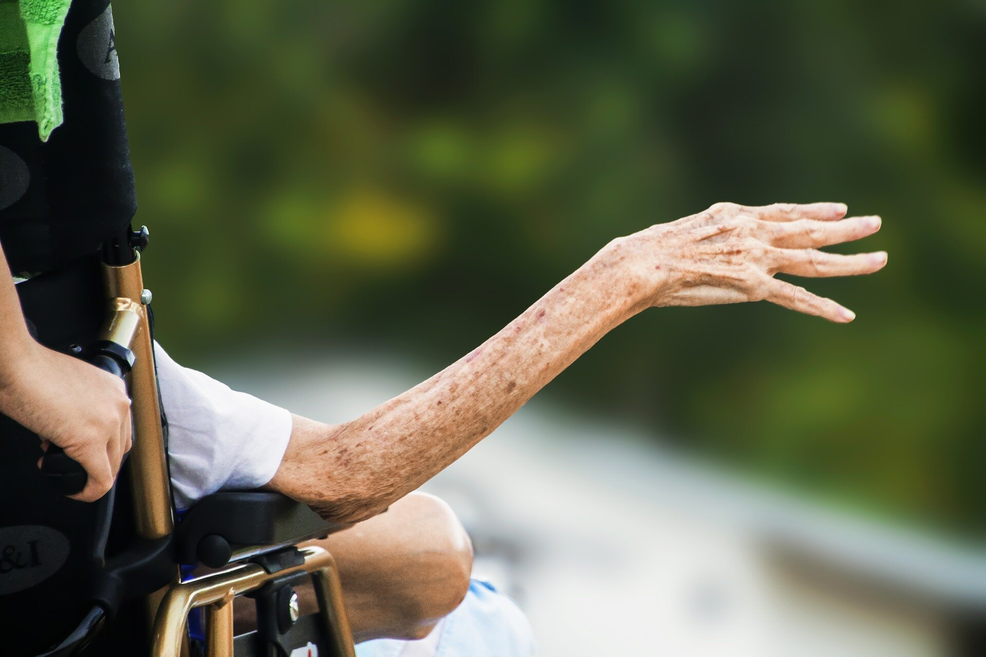 Better out-of-hours palliative care needed