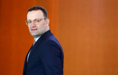 Spahn supports cigarette advertising ban