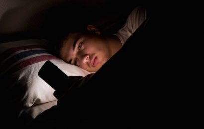 Screen time — even before bed — has little impact on teen well-being