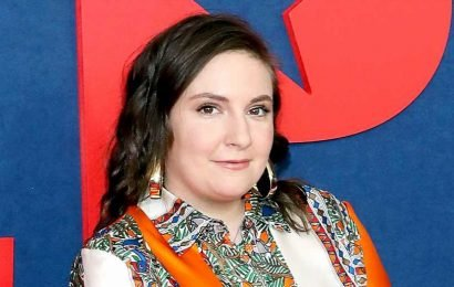 Lena Dunham Posts a Completely Nude Photo — And It's Not What You Think