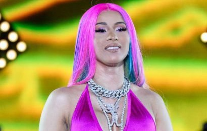 Cardi B Goes Fully Naked On Instagram And Says She's 'Freaking Out' Over Plastic Surgery Issues