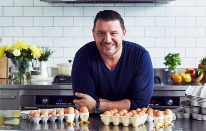 Manu Feildel Just Shared His Secret For Fail-Proof Scrambled Eggs