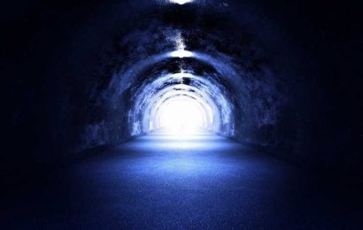 Near-Death Experiences May Stem from the Brain Blending Waking and Dreaming States, Study Suggests