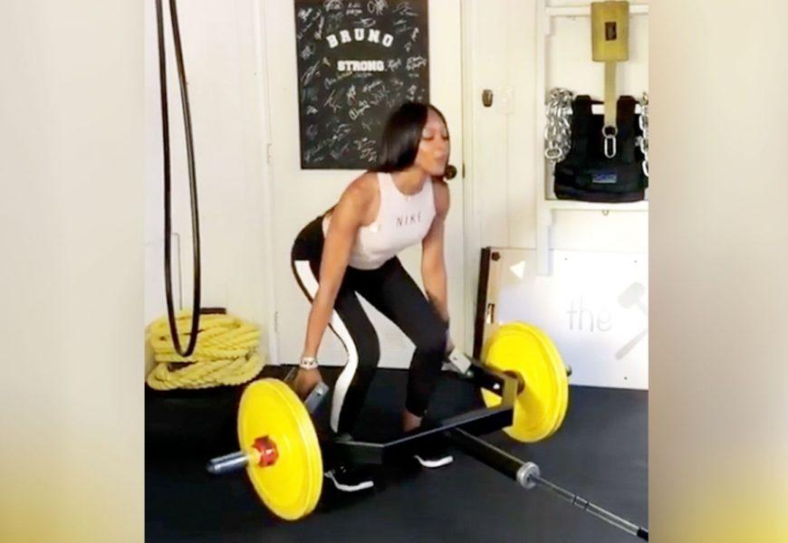 Watch Naomi Campbell Deadlift 105 Pounds Like It's No Biggie