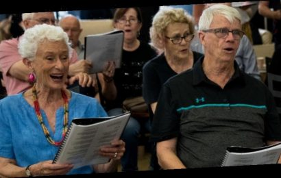 The choir that takes cancer patients away from life and death struggles