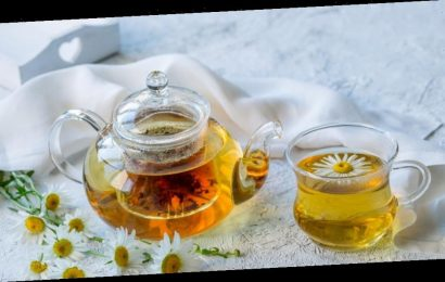 The reason you should drink chamomile tea before bed