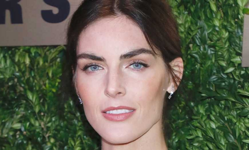 Hilary Rhoda Gets 'Vitamin D' in Bikini 2 Weeks After Giving Birth to Son