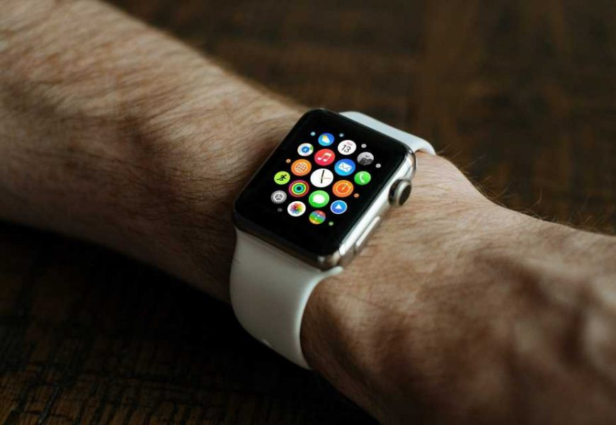 Smart watches can detect symptoms of COVID-19 before wearer knows they are infected