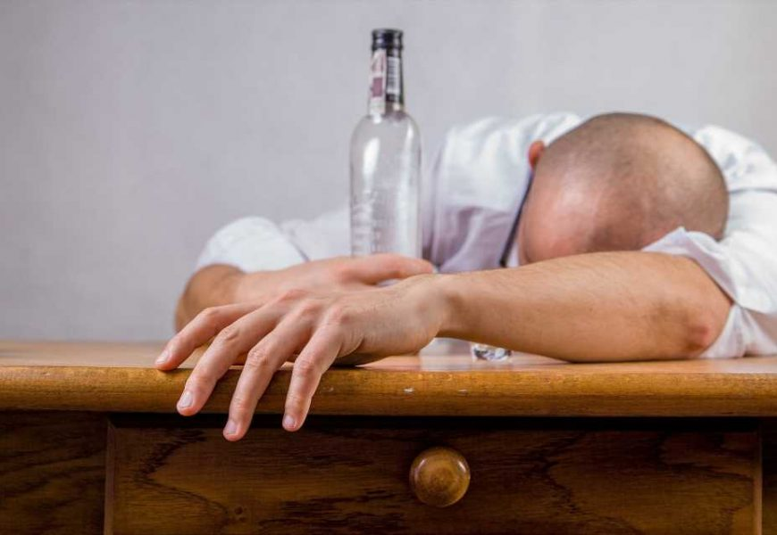 Clinical trial shows alcohol use disorder recovery can start without sobriety