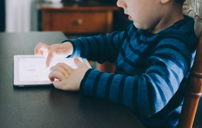 Excessive screen time linked to obesity in US preteen
