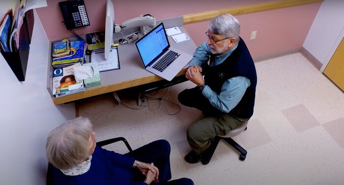 Study: Older patients with chronic conditions benefit from reading medical appointment notes