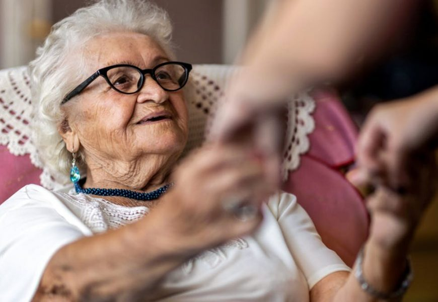 How to support a person with dementia as lockdowns ease