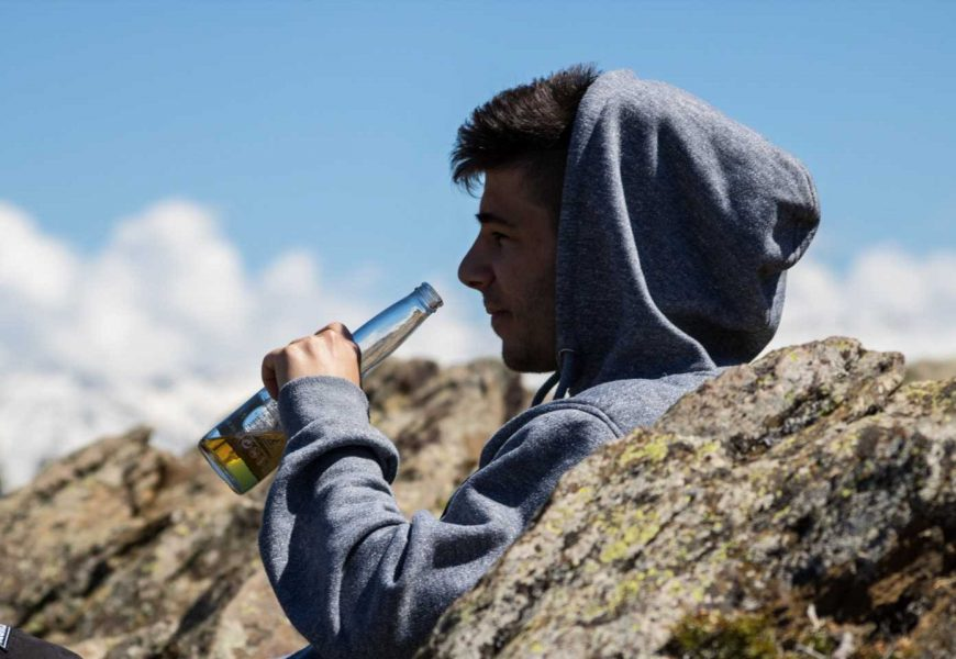 Suicide and drug addiction in young people: Two interconnected phenomena