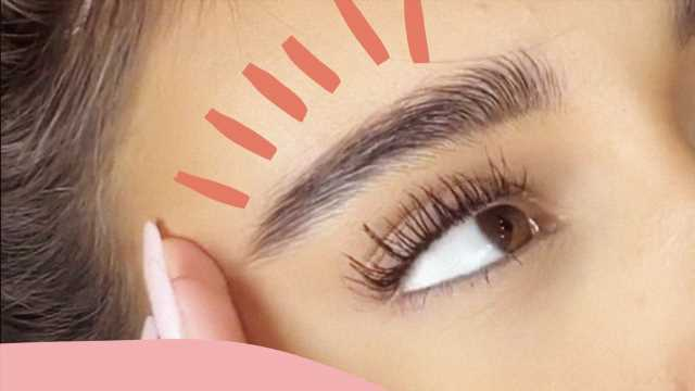 """This Mascara Hack From TikTok Gives You Huge """"Zick Zack"""" Lashes"""